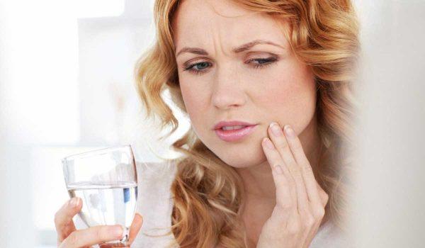علاج حساسية الاسنان من الماء البارد
