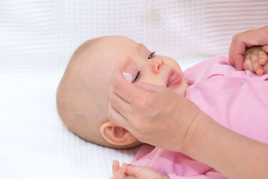 احمرار جفن العين عند الاطفال الرضع