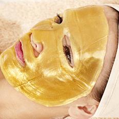 أقنعة الذهب أحدث صيحات التجميل في أوروبا