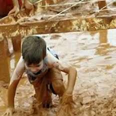 """لعب الأطفال في """"الطين"""" الزراعي يجعلهم أكثر ذكاءاً"""